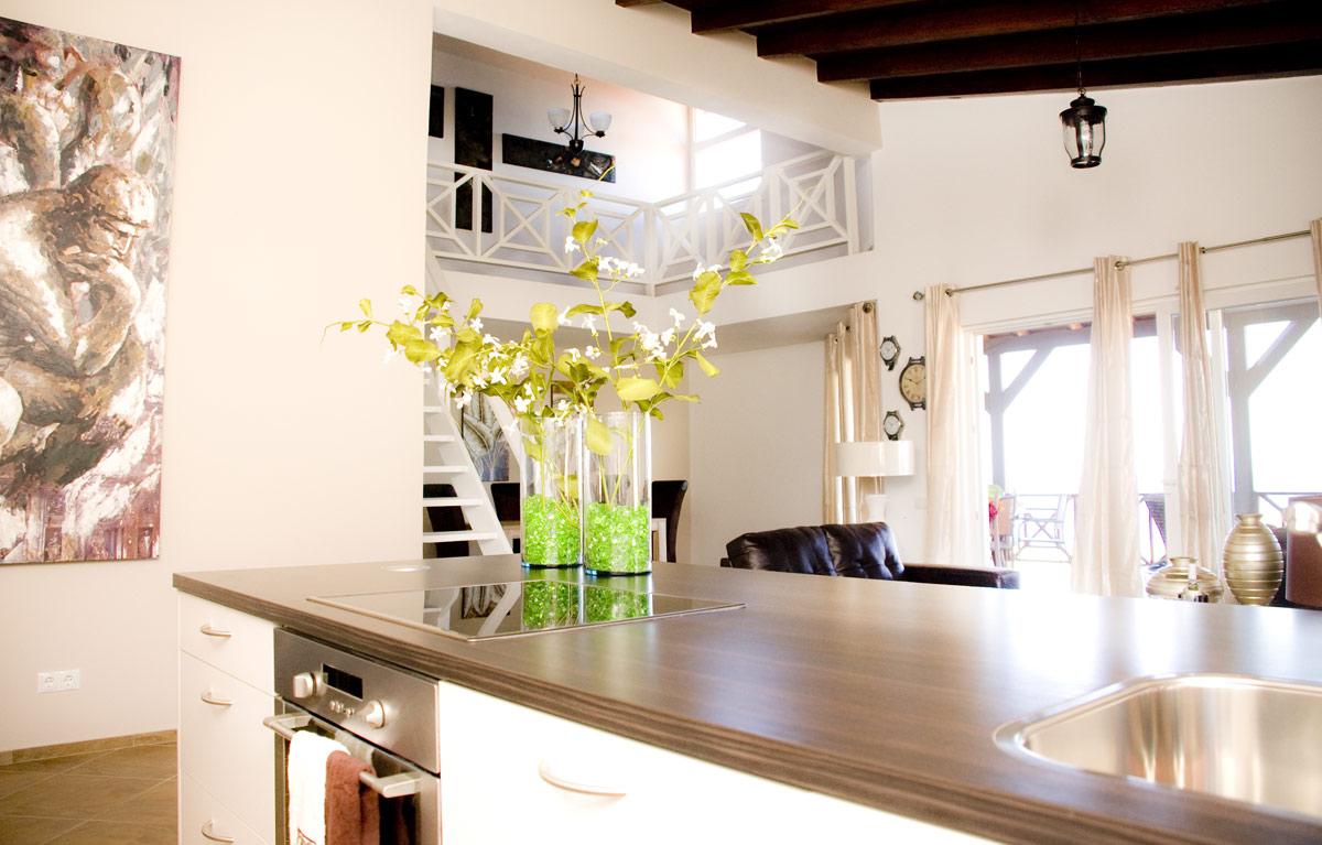 Keuken, Woonkamer en Vide Penthouse Appartement - Residence Le Bleu @ Blue Bay Curacao